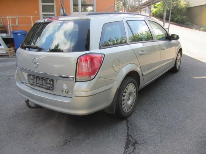 компромисното решение за купуване на авотмобил на старо между Пежо 206 1.1 SW и Тойота Корола 1.6и комби